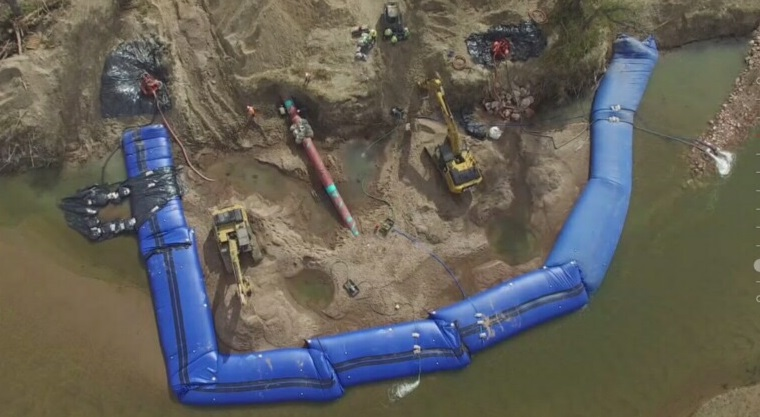 Inflatable Dam for Pipeline Dewatering and Construction